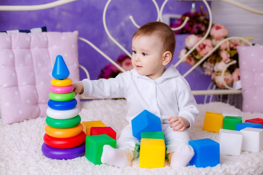 Какие развивающие игры выбрать для ребенка до года