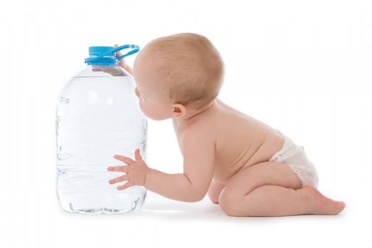 Какую воду пить младенцу?