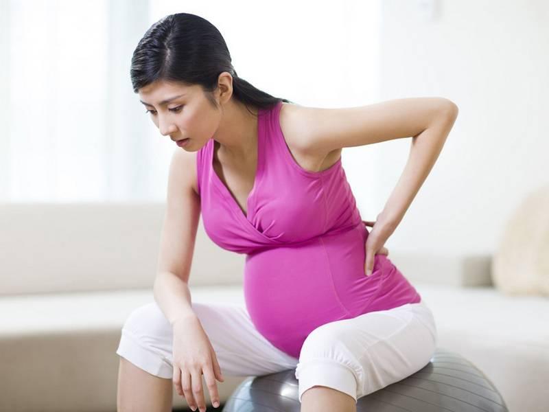 Йога для беременных: позы, которые помогут облегчить роды
