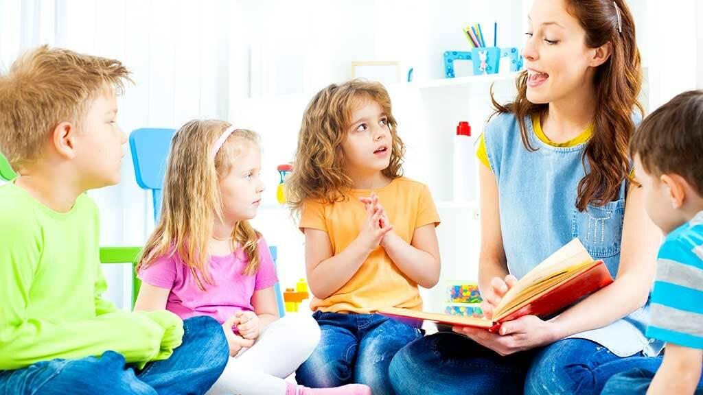 Стоит ли отдавать ребенка в ясли?