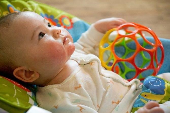 Развивающие игрушки для детей от 0 до 1 года: какие нужны и как правильно выбрать
