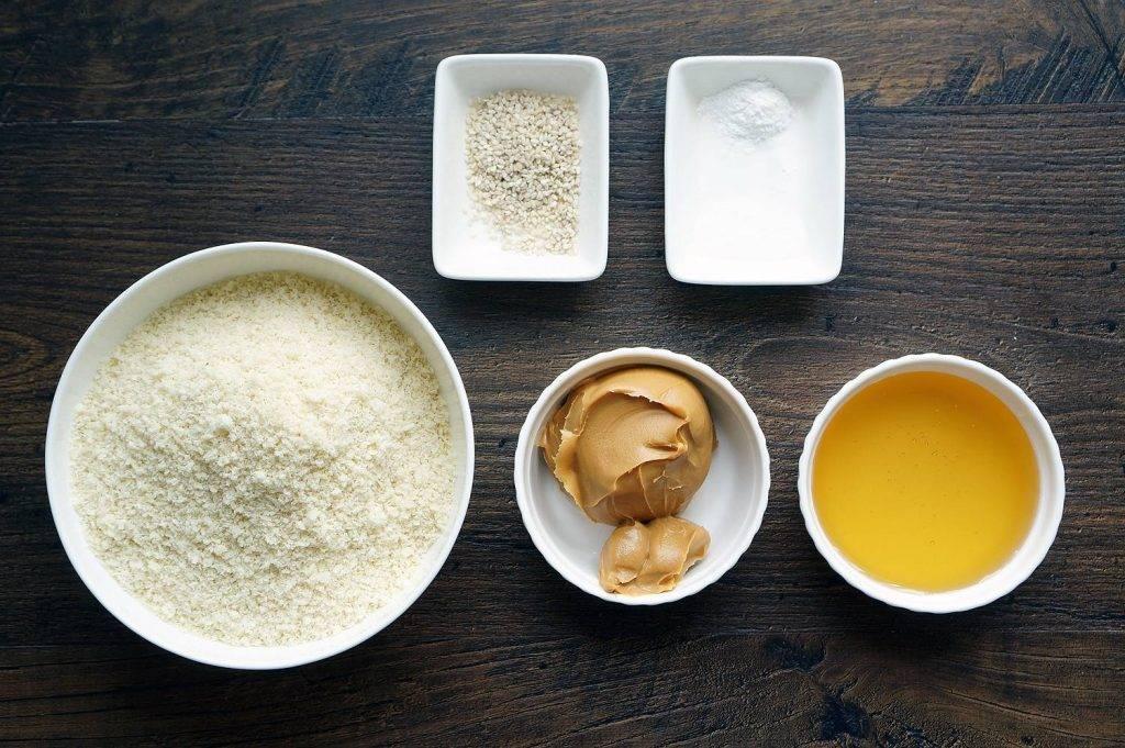 Как сделать медовую и горчичную лепешку от кашля - anginanet.ru