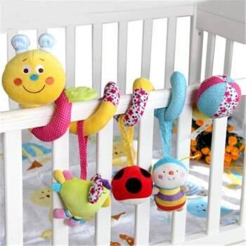 С какого возраста давать погремушку новорожденному: мягкую, браслет, на кроватку