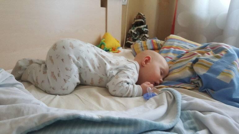 Ребенок спит весь день — нормально ли это