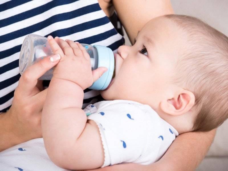 Давать ли ребенку водичку из бутылочки? | детская городская поликлиника № 32
