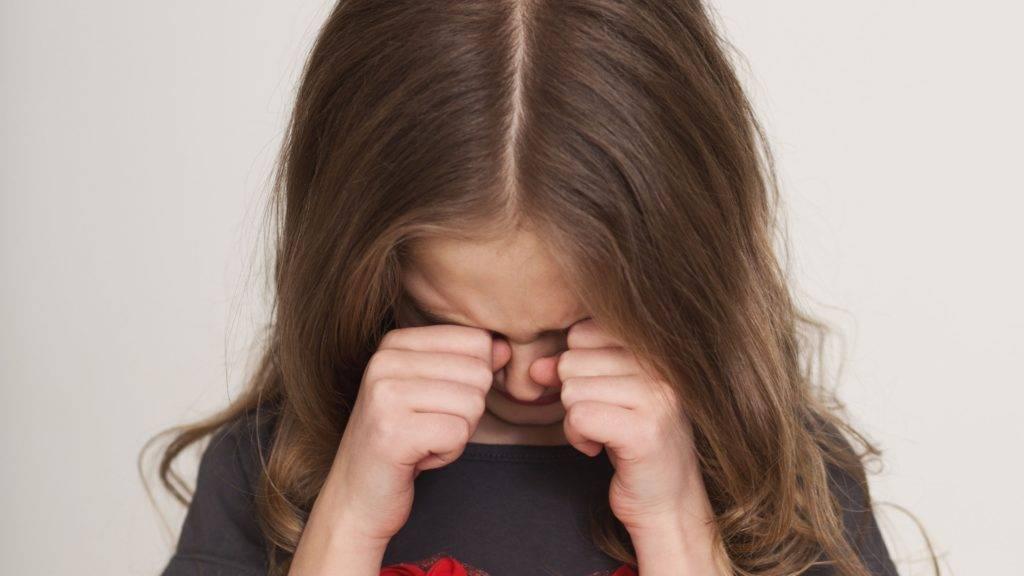 Ребёнок закатывает истерики: как отучить и предотвратить