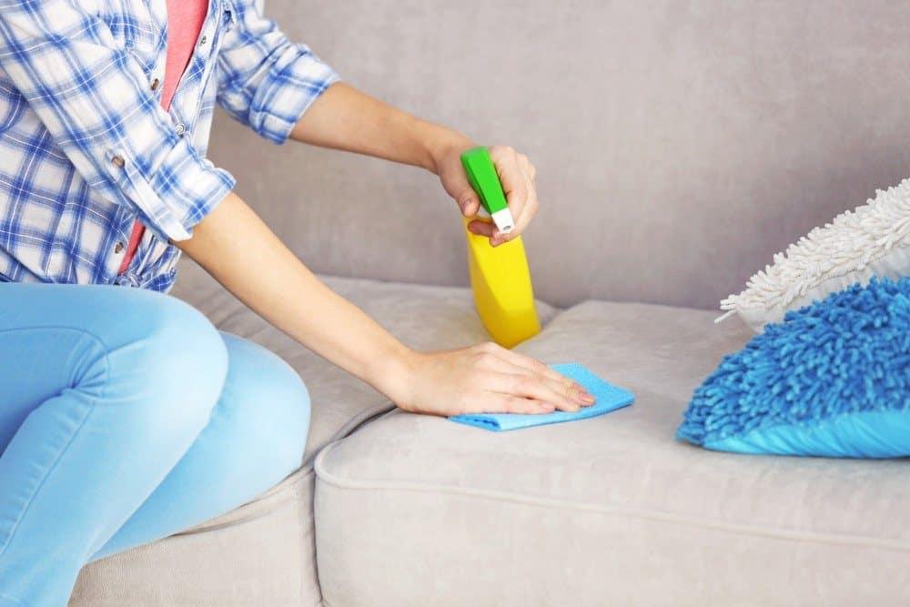Маленькие секреты и хитрости, как очистить диван от мочи ребенка в домашних условиях