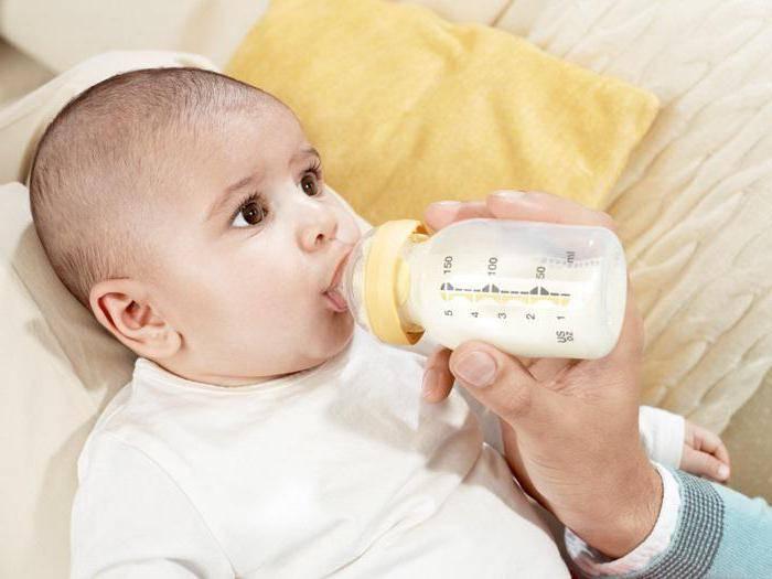 Как правильно кормить новорожденного из бутылочки: советы и рекомендации для мамочек