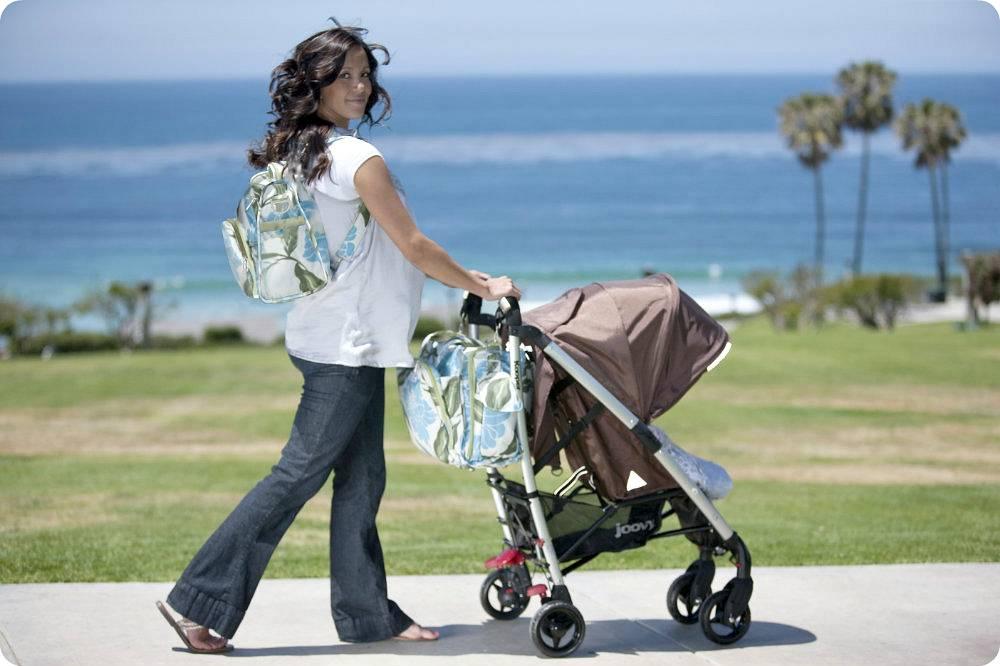 Что взять с собой на прогулку с новорожденным летом: практические советы мамам