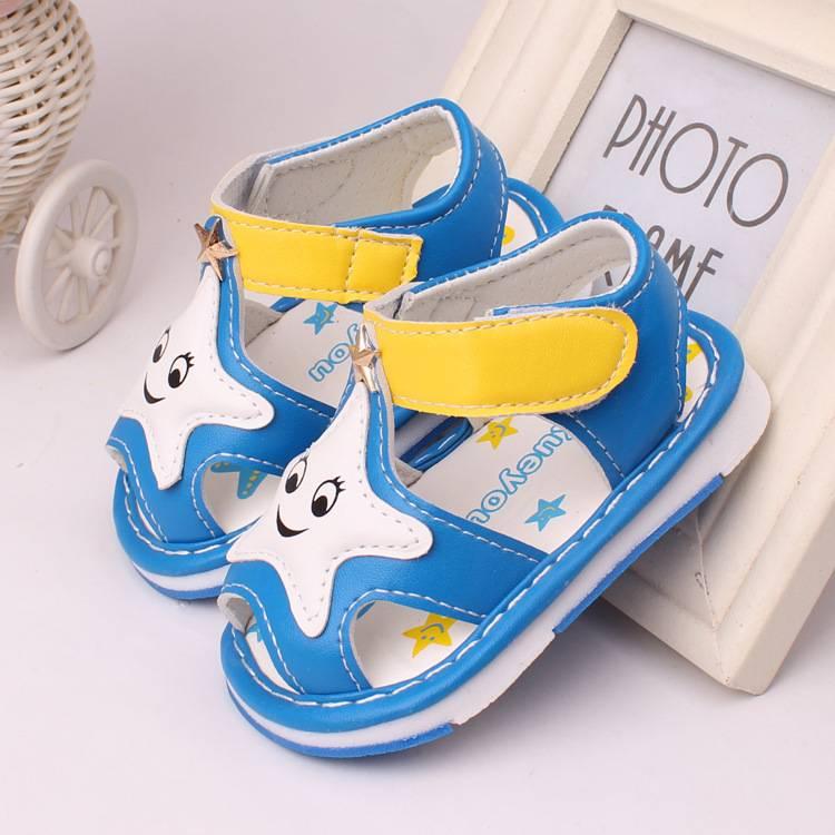 Выбор детской обуви для девочек и мальчиков до 1 года: сапожки новорожденным малышам