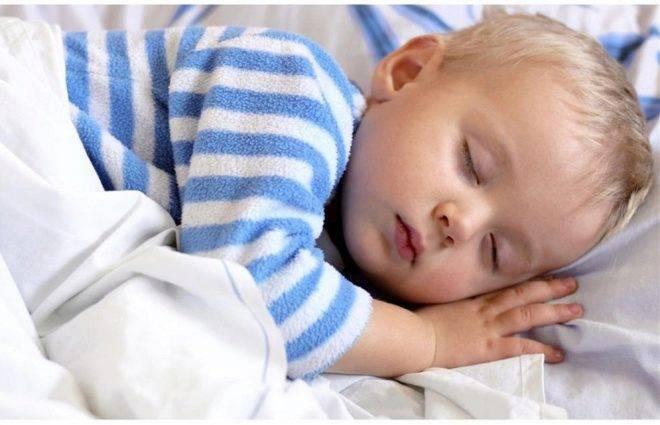 Почему вздрагивают новорожденные дети. почему младенец вздрагивает во сне и опасно ли это