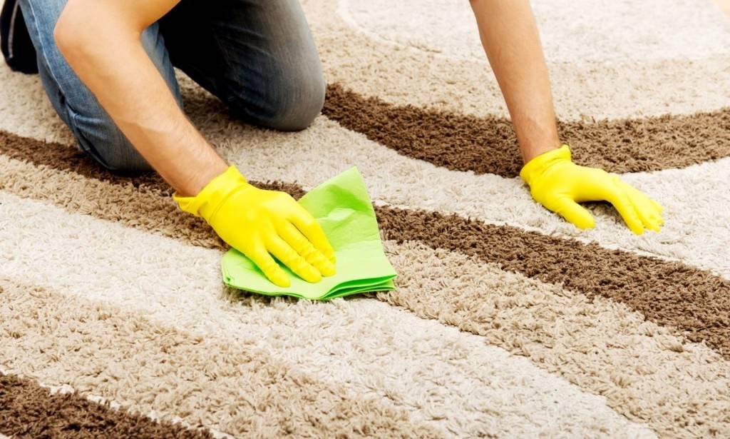 Как почистить ковер в домашних условиях быстро и эффективно (очень грязный, шелковый, синтетический, из вискозы и т.д.), как правильно и чем можно?