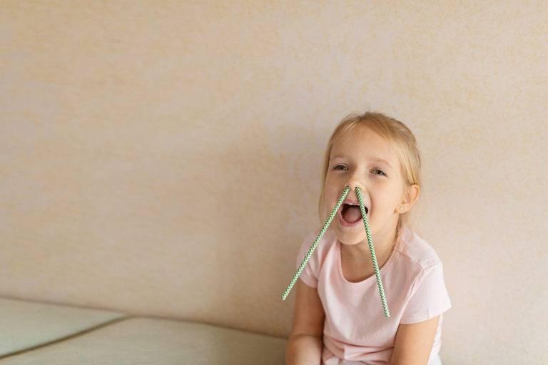 Ребенок 2-7 лет ругается матом: как отучить от матерных слов и стоит ли наказывать?