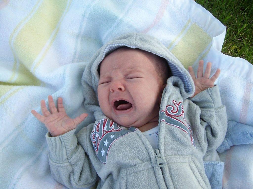 10-месячный ребенок плохо спит ночью, часто просыпается и плачет: что делать
