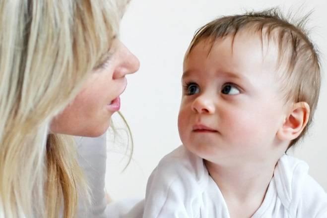 Во сколько месяцев или лет дети начинают разговаривать?