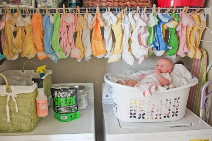 8 вариантов куда девать маленькие вещи ребенка