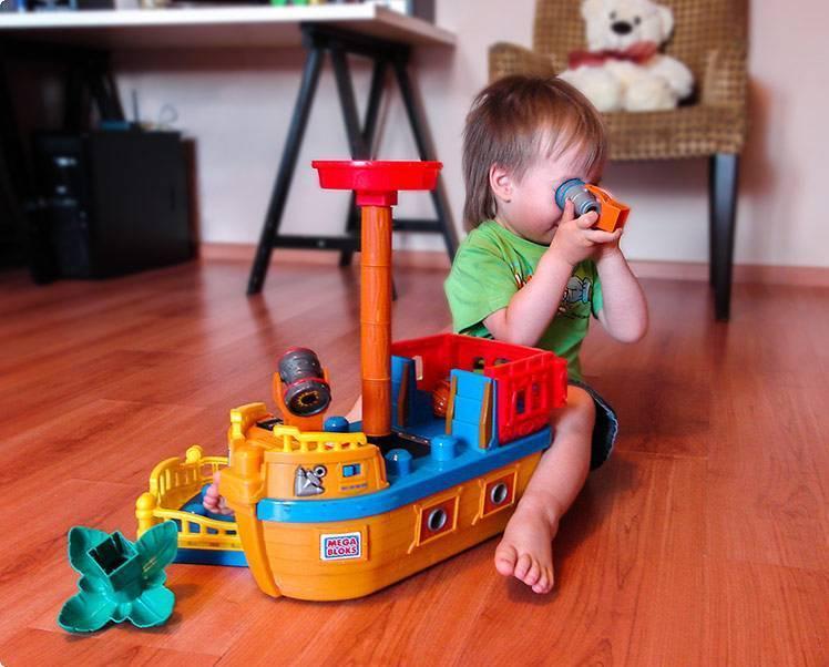 Что подарить мальчику на 2 года: подборка лучших подарков на день рождения
