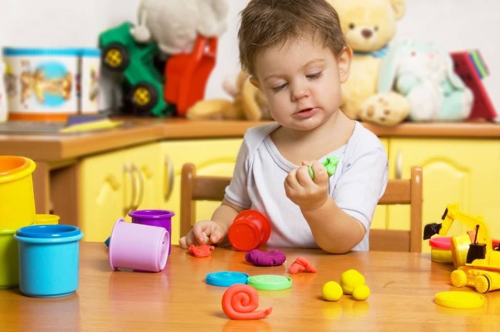 Чем занять ребенка дома в карантин или во время болезни? идеи развлечений в год, игры для развития детей от 2 лет, забавы для трехлеток и детей постарше - 4 и 5 лет