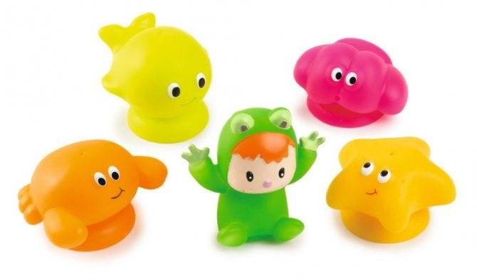 Топ-7 самых любимых игрушек для купания у малышей до 1,5 лет