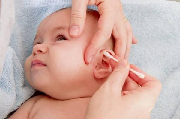 Как чистить уши новорожденному - инструкция для родителей