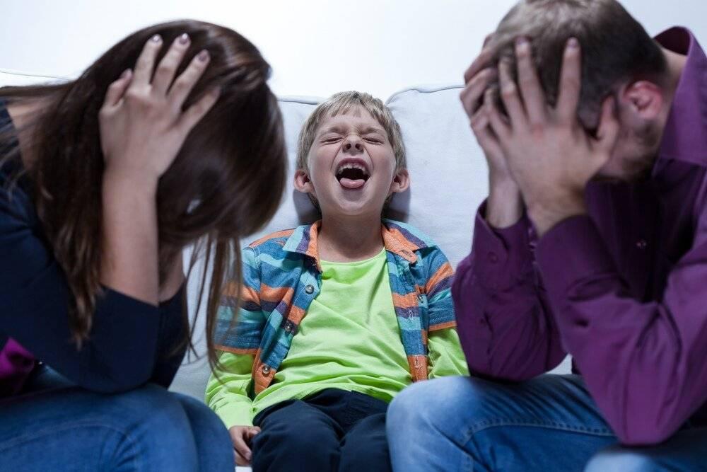 Истерика - приступы у детей и взрослых, причины, симптомы, как предотвратить, помощь во время истерики