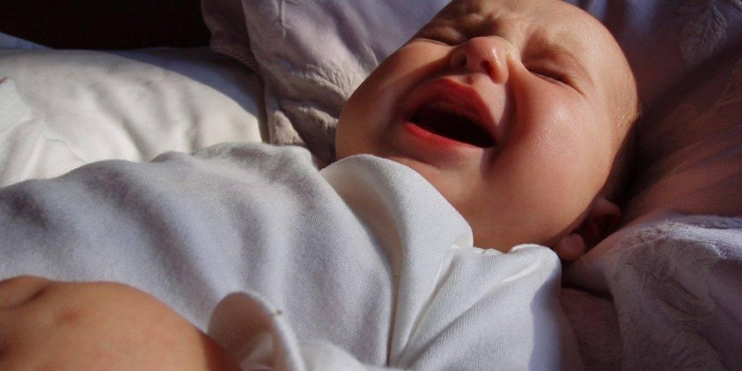Ребенок 2 месяца много спит: причины, что делать, налаживание режима сна