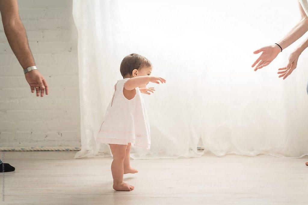 Как научить ребёнка ходить самостоятельно, совет комаровского