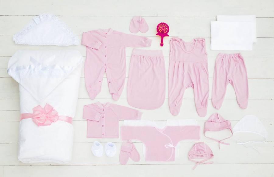Как одеть новорожденного на выписку осенью и что нужно купить на первое время