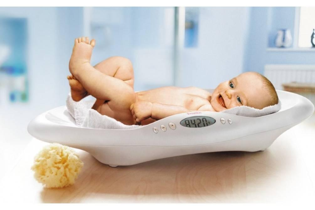 Прибавка в весе у новорожденных по месяцам: наедается ли ребенок, таблица норм