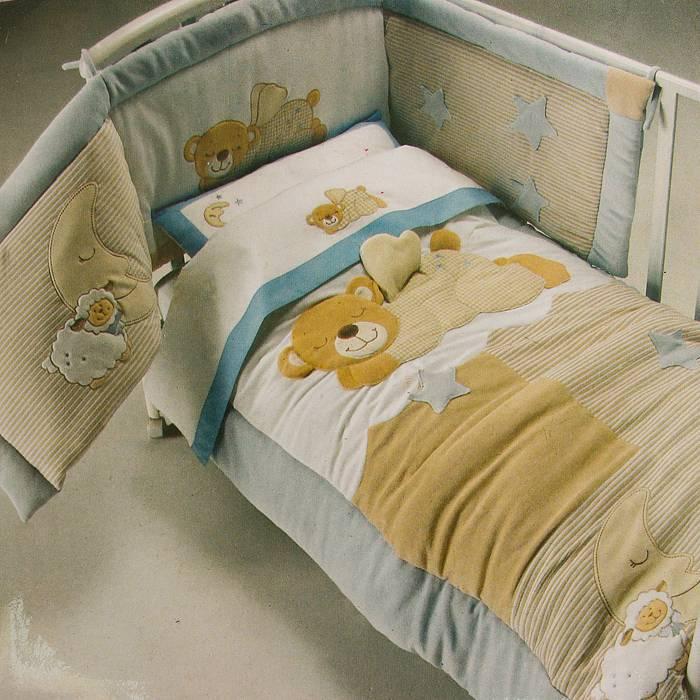 """Что нужно в кроватку для новорождённого: обязательные атрибуты и """"полезности"""""""