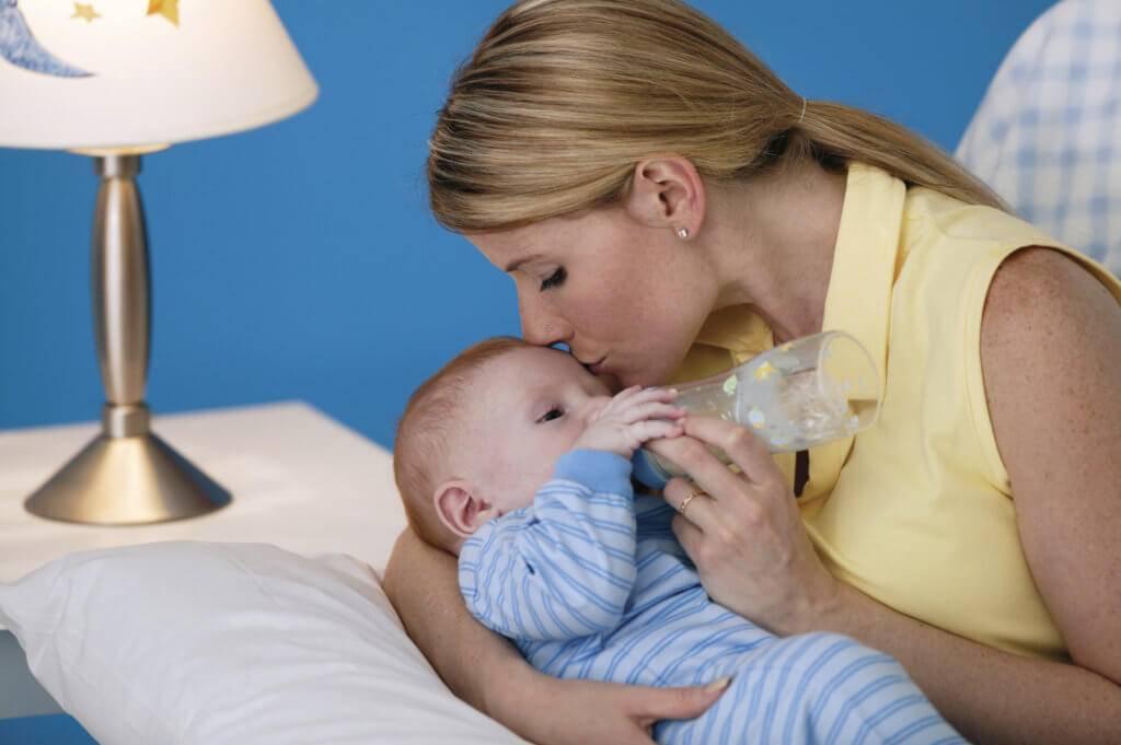 Грудное вскармливание во время орви. есть ли риск для мамы и ребёнка?