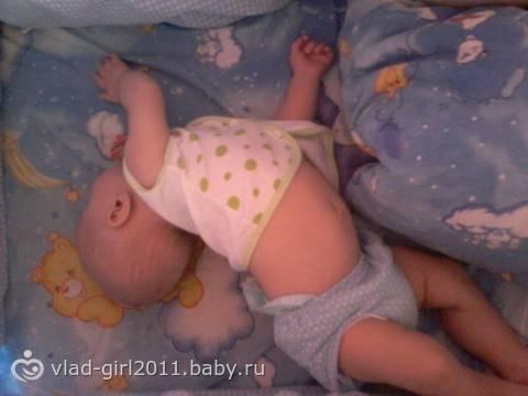 Ребенок выгибает спину и запрокидывает голову комаровский - всё о грудничках