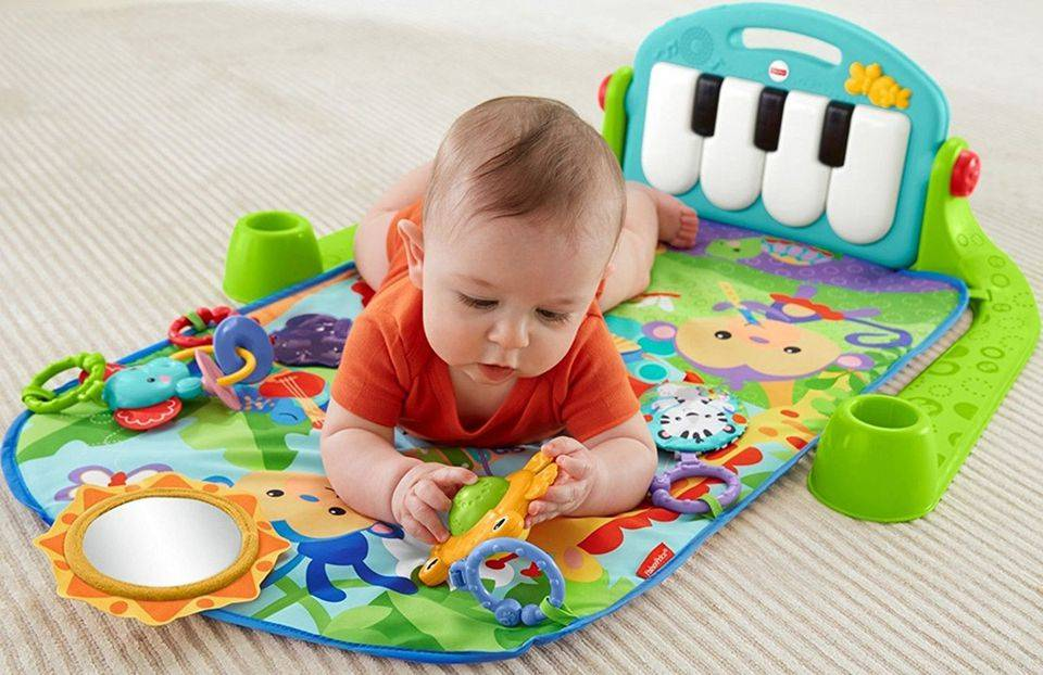 Выбираем развивающие игрушки: что нужно приобрести для ребенка в 8 месяцев?