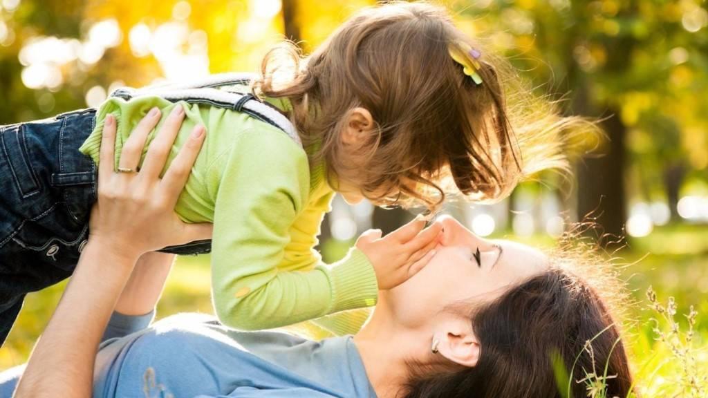 Как показать ребенку свою любовь: 60 рекомендаций от психолога