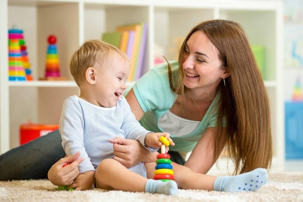 Как развивать ребенка в 9 месяцев и чему можно учить малыша