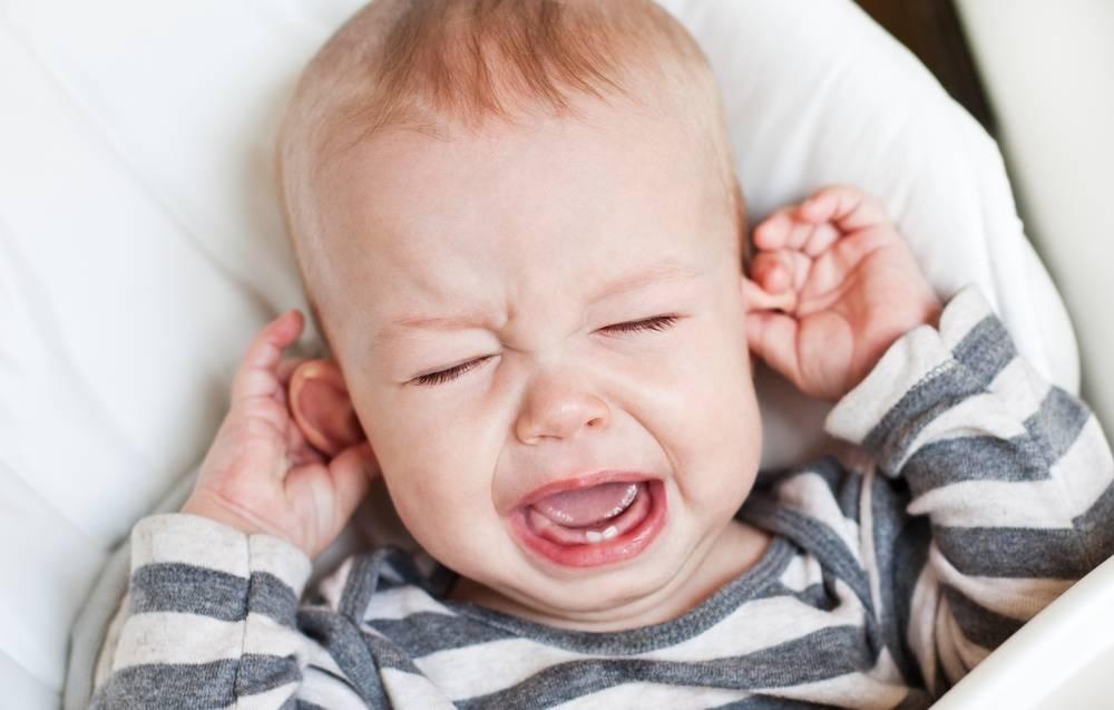 Ребенок плачет перед сном: почему и что делать? советы комаровского