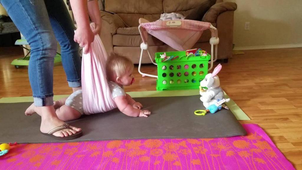 В 9 месяцев даша не могла сидеть, ползать и почти не реагировала на маму