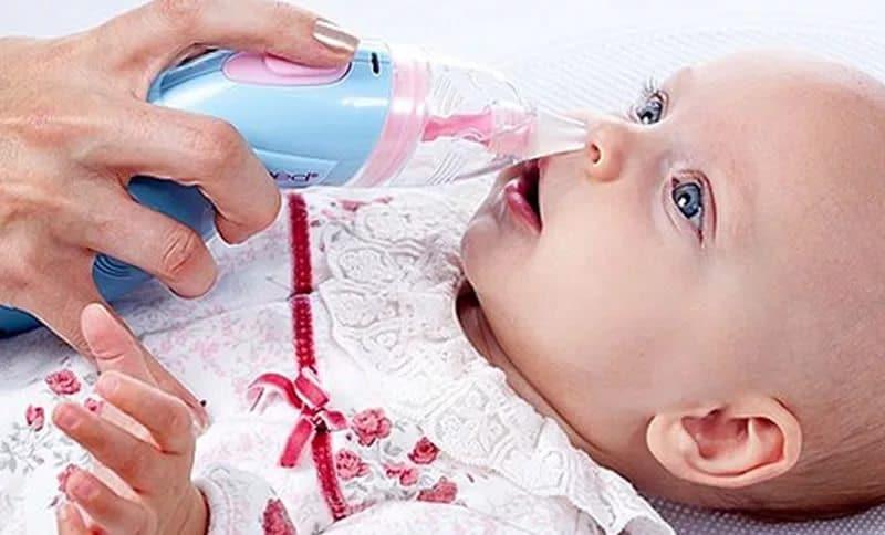 Как почистить носик новорожденному от козявок и соплей (советы комаровского)