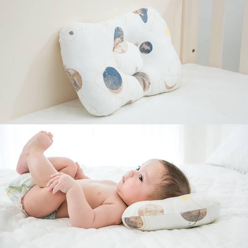 Когда ребенку можно спать на подушке? о возрасте и подушках