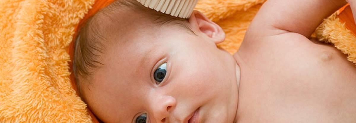 Кожа у новорожденного шелушится и облезает. это нормально?