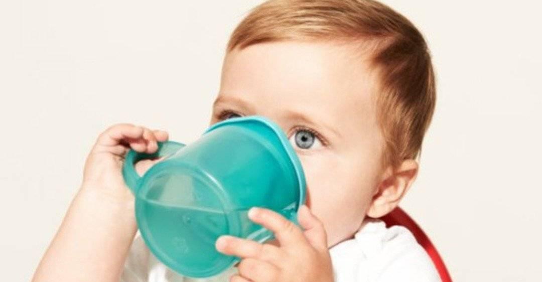 Почему ребенок не пьет воду и как привить ему полезную привычку?
