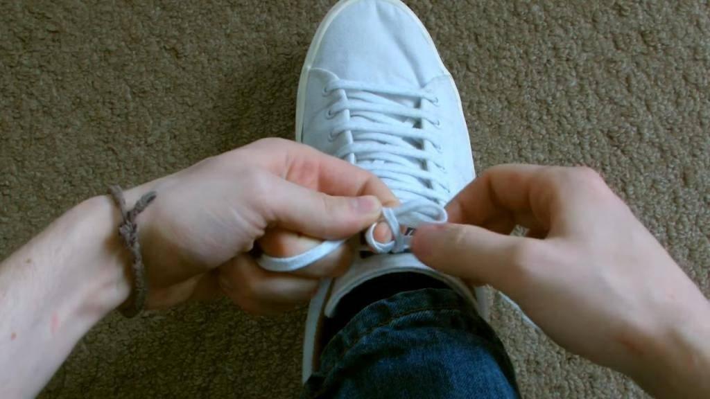 Как научить ребенка завязывать шнурки быстро и просто: за 5 минут | семья и мама