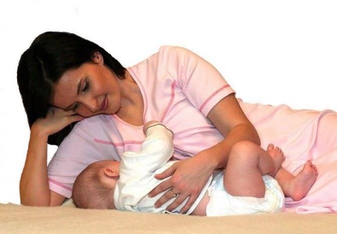 Как держать новорожденного при купании и как правильно купать грудничка