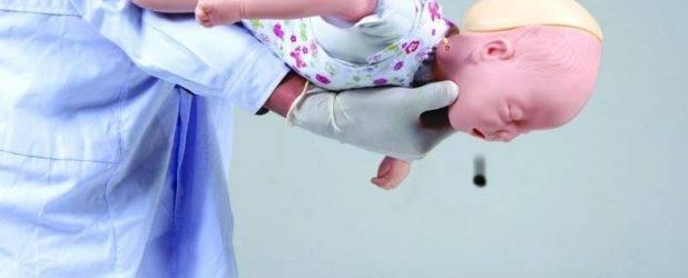 Что делать, если ребенок случайно проглотил монетку: симптомы, последствия и экстренная помощь