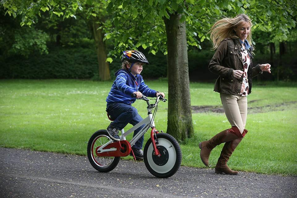 Да здравствует лето: учим ребёнка ездить на двухколёсном велосипеде
