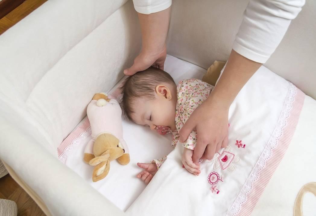 Нужно ли приучать ребенка к рукам
