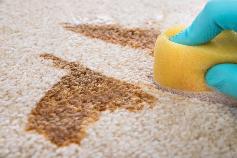 """Как очистить диван от мочи ребенка в домашних условиях, чем убрать запах от детской """"неожиданности"""", отмыть и устранить пятна?"""