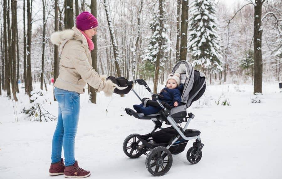 Как выбрать коляску новорожденному на зиму