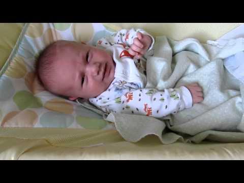 Почему кряхтит, выгибается и тужится новорожденный ребенок и при этом сильно краснеет