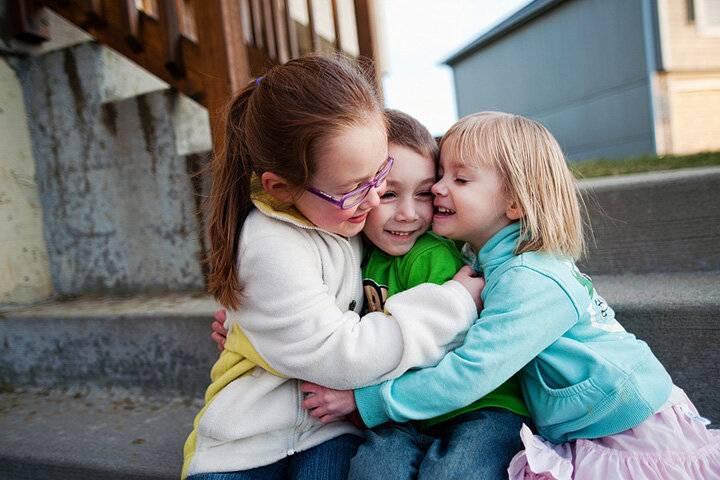 Как помочь ребенку обрести друзей в классе - детская жизнь